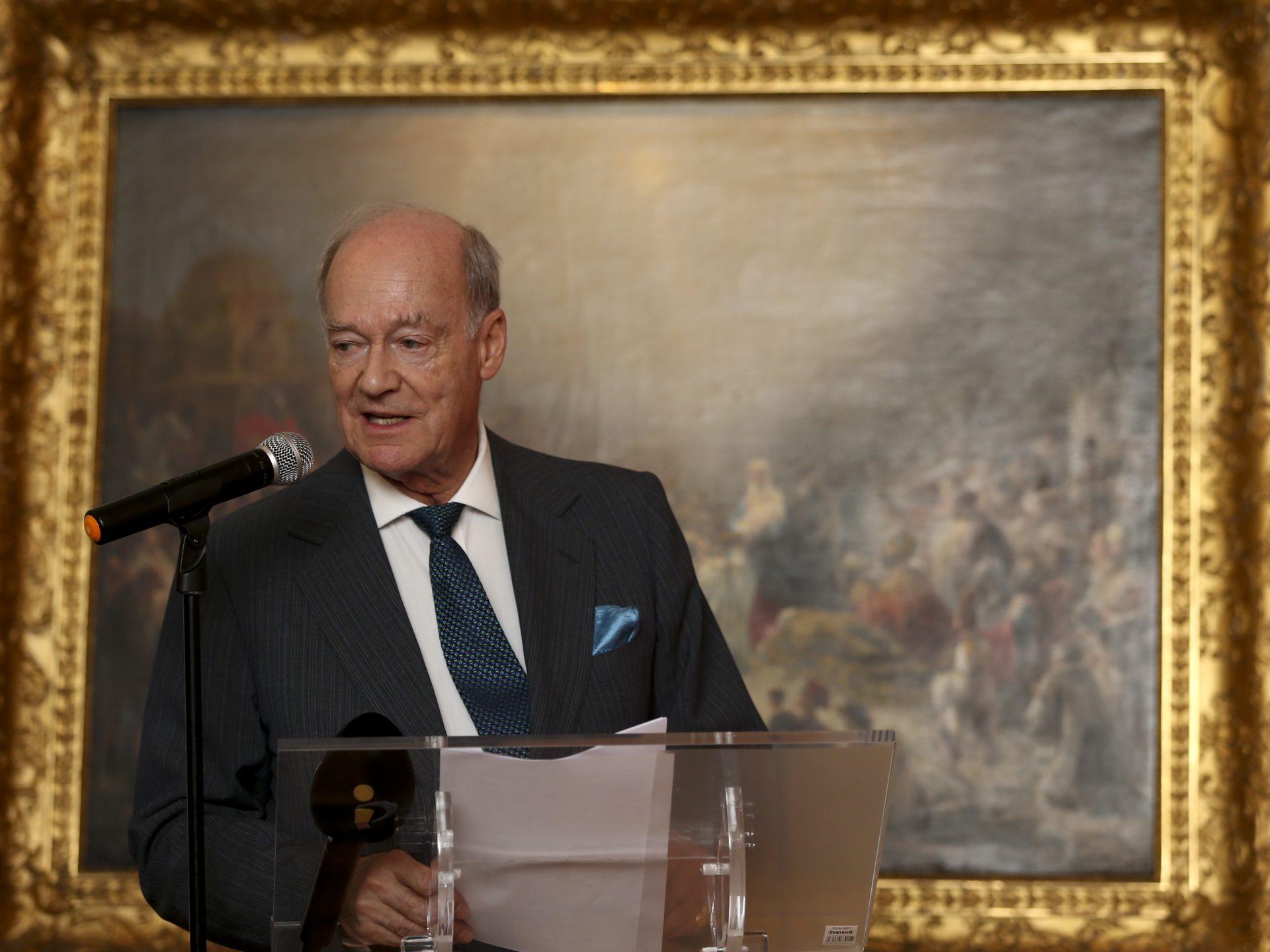 """O Principe Amyn Aga Khan, discursa durante a cerimónia de doação feita pela Fundação Aga Khan ao Museu Nacional de Arte Antiga (MNAA), em Lisboa, para a campanha de aquisição do quadro de Domingos Sequeira """"Adoração dos Magos"""", no Museu Nacional de Arte Antiga, em Lisboa 16 março 2016. MANUEL DE ALMEIDA / LUSA"""