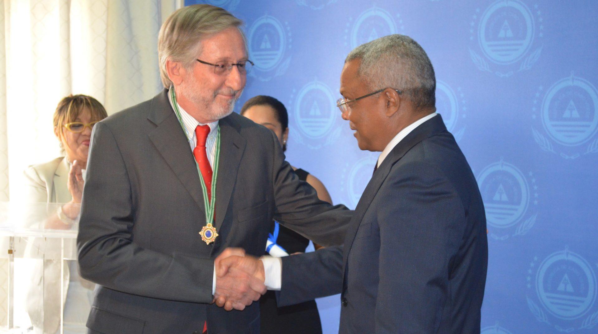Pedro Lourtie recebe condecoração do governo de Cabo Verde