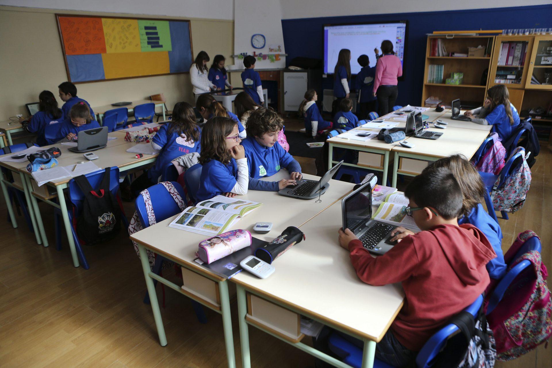 Salas de aula invadidas por tecnologia para motivar alunos em escolas de Peniche