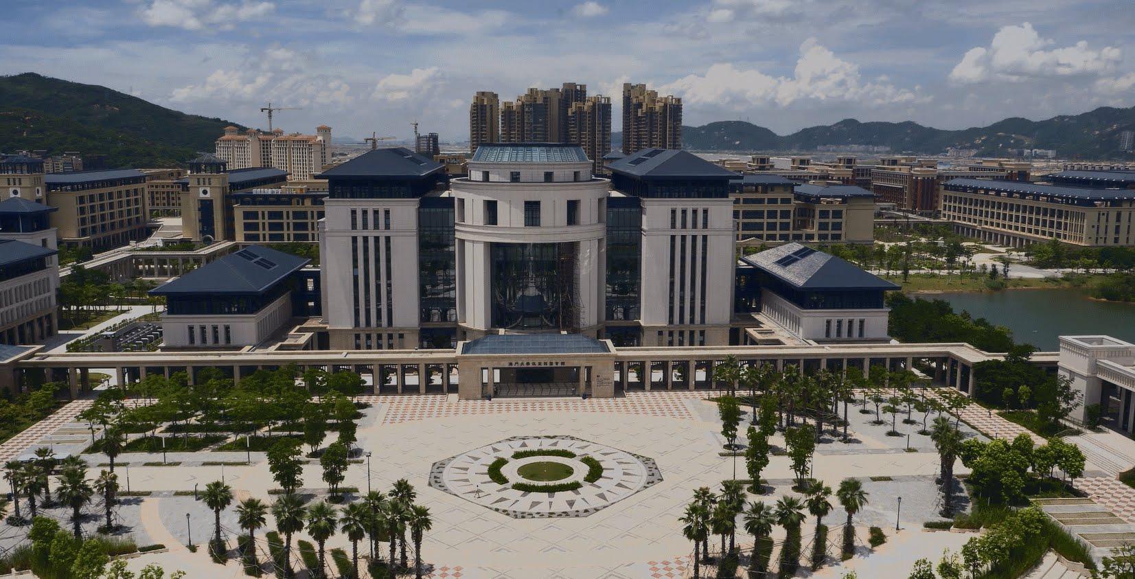 Universidade Cidade de Macau lança glossário trilingue para negócios