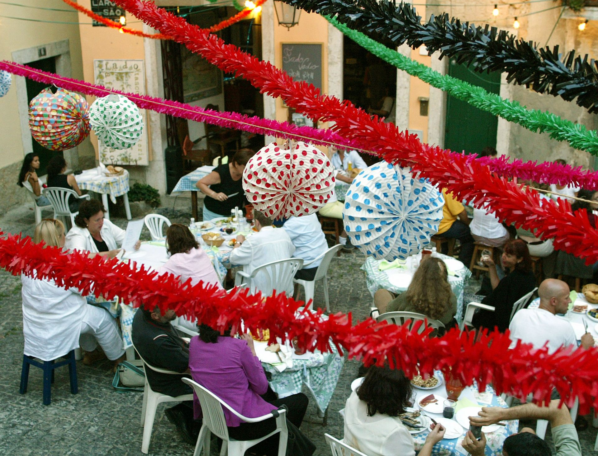 Semana portuguesa em Campinas mistura Camões, santos populares e bacalhau