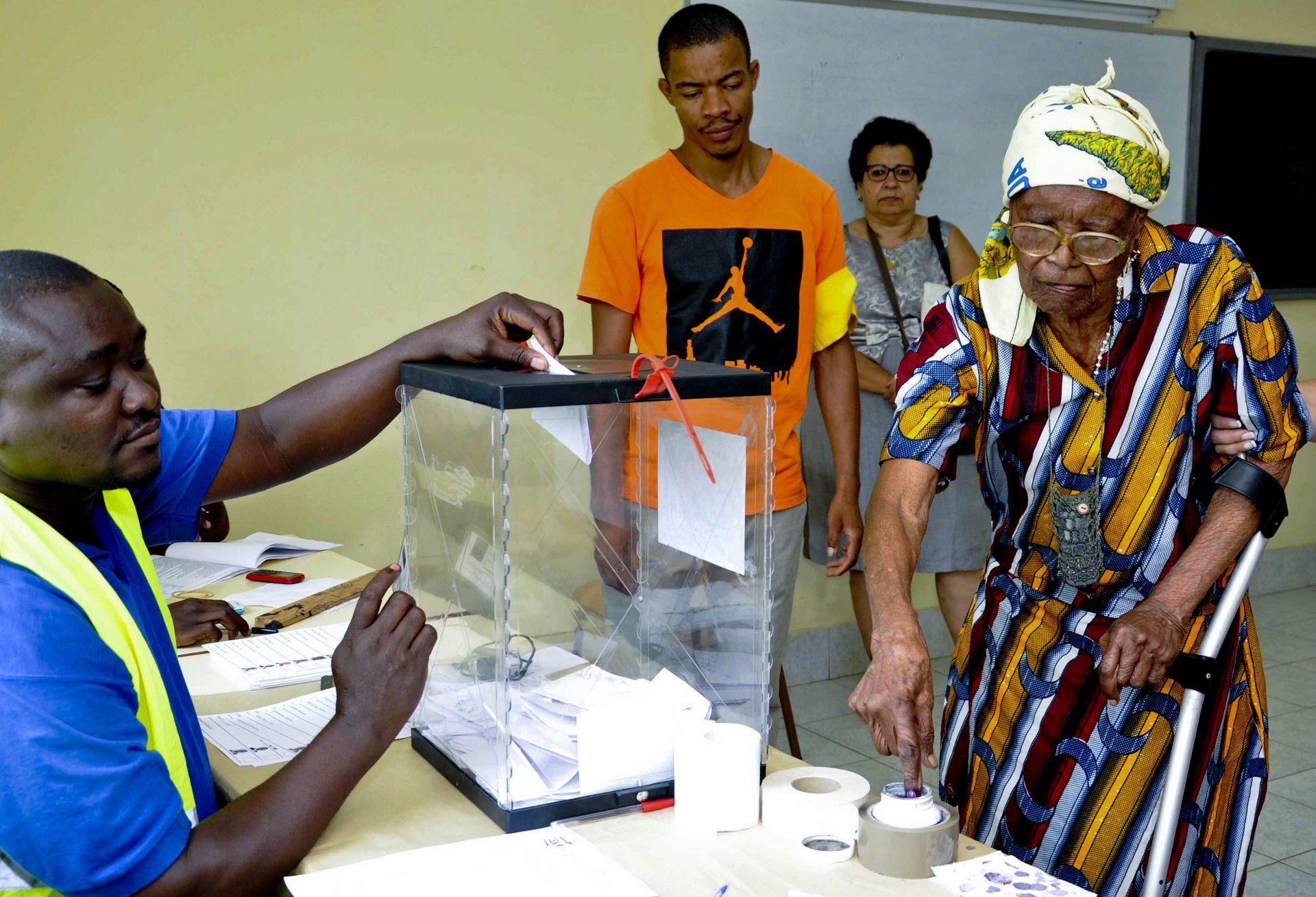 São Tomé/Eleições: Evaristo Carvalho eleito Presidente à primeira volta