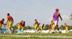Jogadores da seleção nacional de Timor-Leste Sub-23 durante uma sessão de treino Estádio Nacional de Timor-Leste, em Díli, 14 de outubro de 2013. ANTONIO AMARAL / LUSA