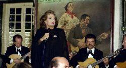 Actuação de Amália Rodrigues no aniversário da casa de fados  Adega Machado, em Lisboa, a 18 de março de 1994. João Paulo Trindade / Lusa