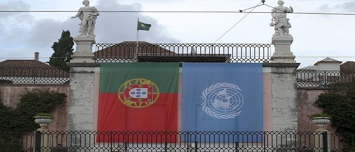 """"""" E o mundo de língua portuguesa tem dado contributos muito importantes à civilização universal."""""""
