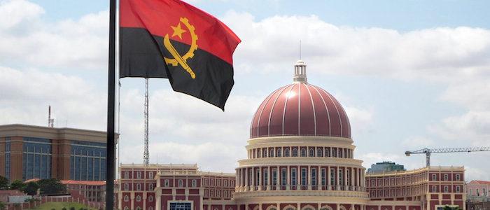 Comunidade angolana hasteia bandeira em Toronto para celebrar independência
