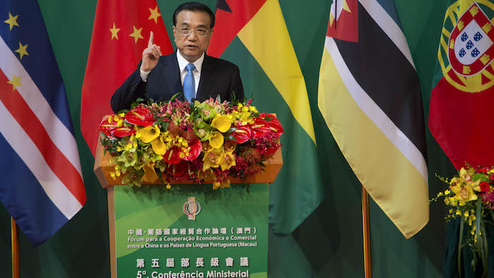O primeiro-ministro da República Popular da China, Li Keqiang, discursa durante a cerimónia de abertura da 5.ª Conferência Ministerial do Fórum para a Cooperação Económica e Comercial entre a China e os Países de Língua Portuguesa, em Macau, China, 11 de outubro de 2016. CARMO CORREIA/LUSA