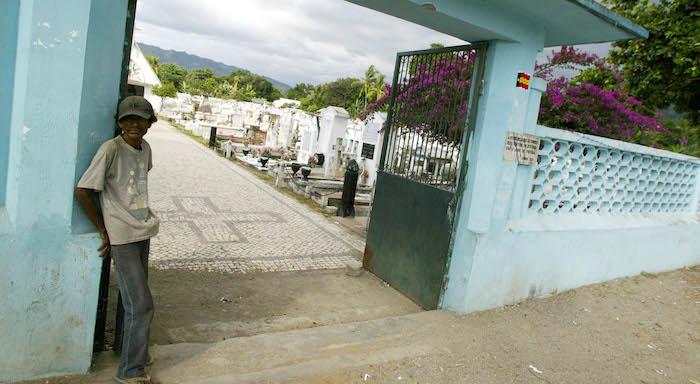 Famíliares choram massacre de Santa Cruz, em Timor-Leste, ainda sem corpos para enterrar