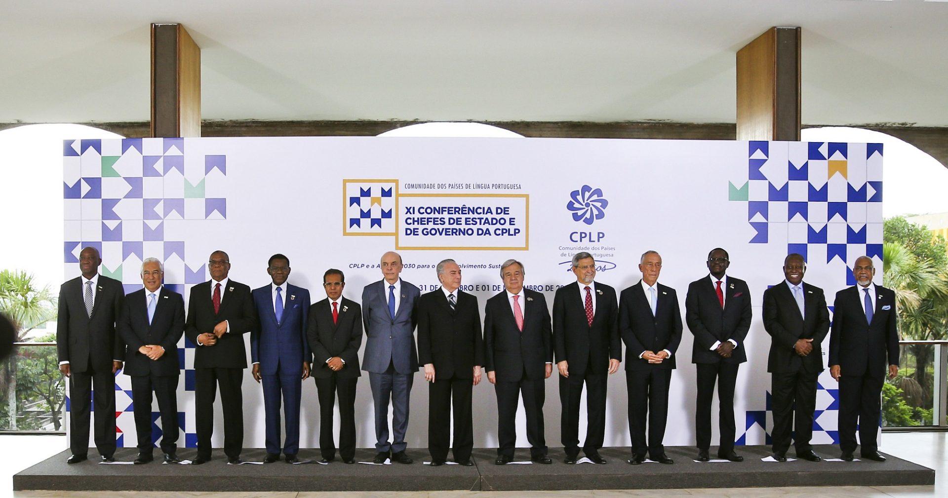 Foto de família dos Chefes de Estado e de Governo participantes dos trabalhos da XI Cimeira da CPLP em Brasília no Brasil, 31 outubro 2016.  ANDRÉ KOSTERS / LUSA