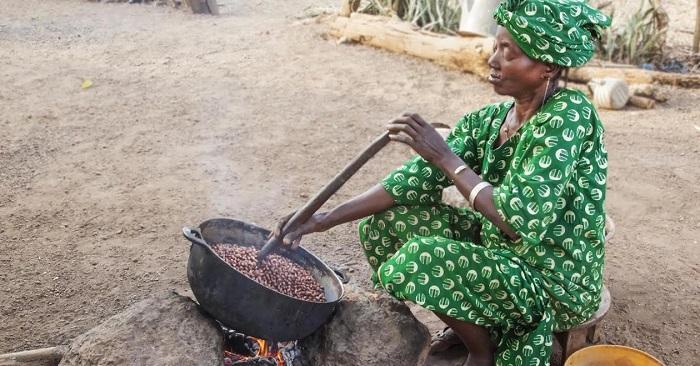 Paracuca de gengibre, doce de coco ou de ginguba, miconde, kitaba, queijada, cocada ou pé de muleque, …