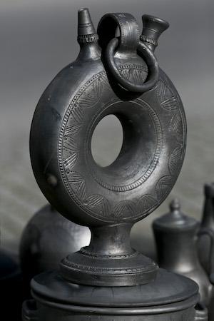 Peça de cerâmica de argila negra da Bisalhães. 01 de dezembro de 2016. PEDRO ROSARIO / LUSA