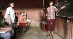 DÍLI (08/08/2006): Aspecto de uma aula, numa escola clandestina de português, que funcionava nas traseiras de uma residência privada situada no bairro de Lahane. FOTO ANDRE KOSTERS/LUSA