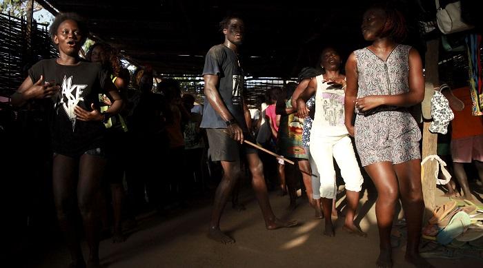Guiné-Bissau dança sem medo nos ensaios de Carnaval