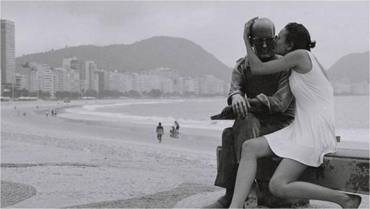 Poeta Carlos Drummond de Andrade homenageado em Minas Gerais 30 anos após a morte