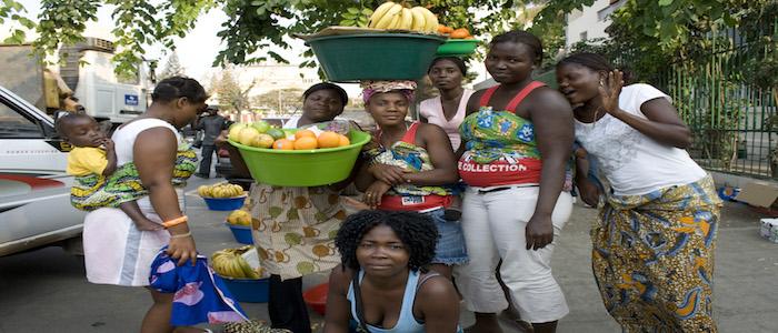 Dia da Mulher: Para as 'zungueiras' angolanas é um dia igual aos outros