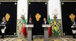 O Presidente de São Tomé e Príncipe Evaristo Carvalho (E) e o Presidente de Portugal Marcelo Rebelo de Sousa (D), Lisboa,Portugal, 10 de maio de 2017. TIAGO PETINGA/LUSA