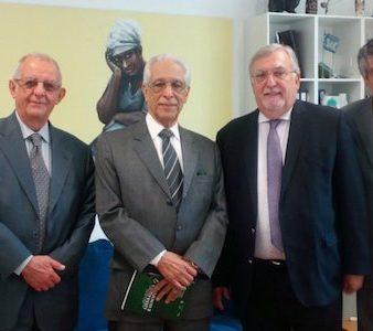 O Secretário-Geral da UCCLA, Vítor Ramalho (Cd), Mário Máximo(D) e Francisco Nuno Ramos (E) e Embaixador Lauro Moreira (Ce)
