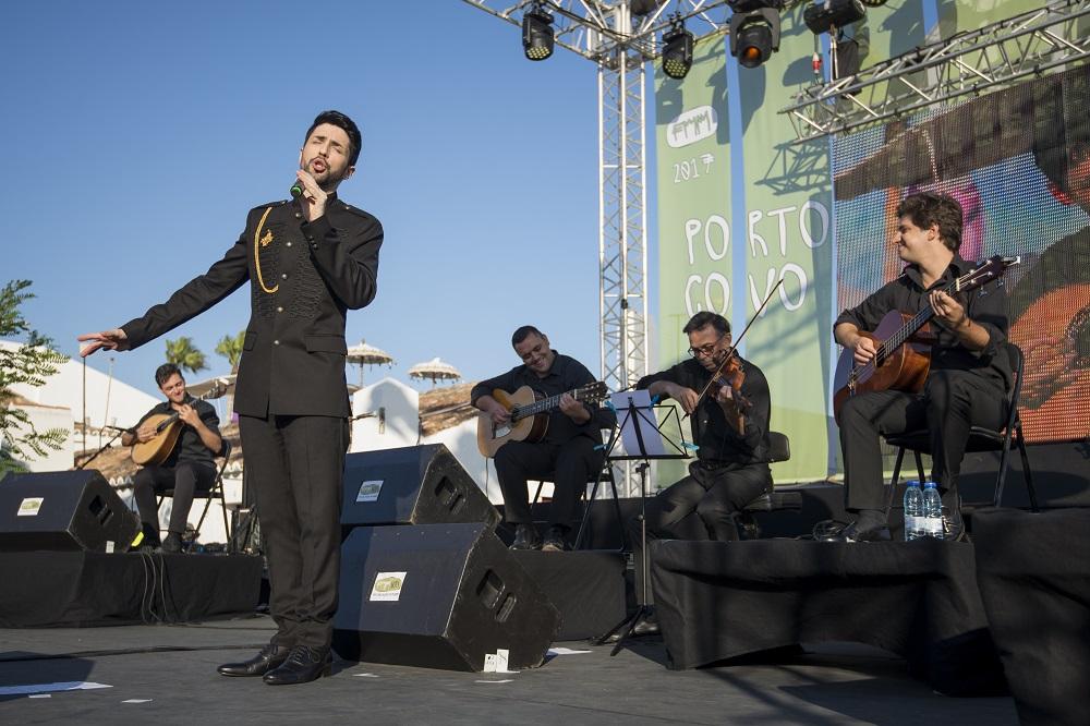 André Batista no primeiro dia do Festival Músicas do Mundo 2017, realizado em Porto Covo  no Largo Marquês de Pombal, 21 de julho de 2017.  TIAGO CANHOTO/LUSA