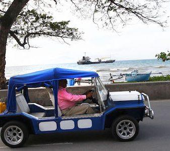 O ex-Presidente timorense, José Ramos-Horta, passeia nas ruas de Dili no seu carro, Dili, Timor-Leste, 10 de julho de 2017. NUNO VEIGA/LUSA