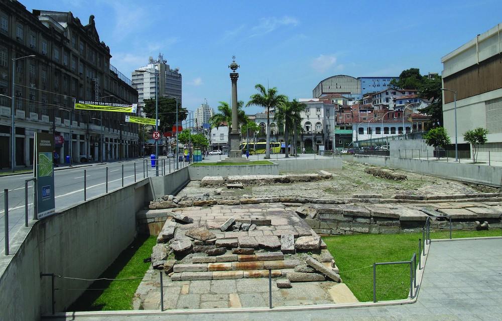 O Cais do Valongo, local histórico no Rio de Janeiro ligado à escravatura.