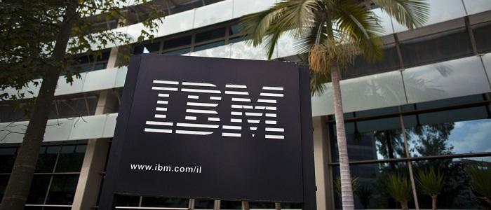 IBM está a recrutar quem fale português.