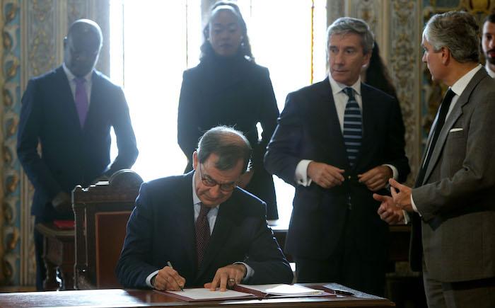 """Portugal/Angola: Assinados 13 acordos de """"dinamização e cooperação"""""""