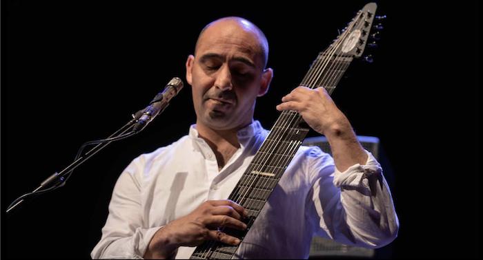 Rodrigo Serrão, o único músico de Chapman Stick em Portugal