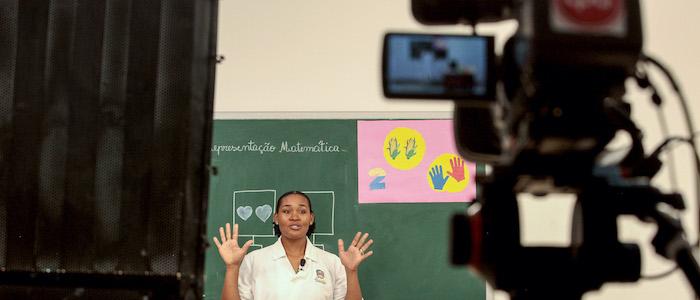Professores angolanos ministram aulas a distância e elogiam iniciativa do Governo
