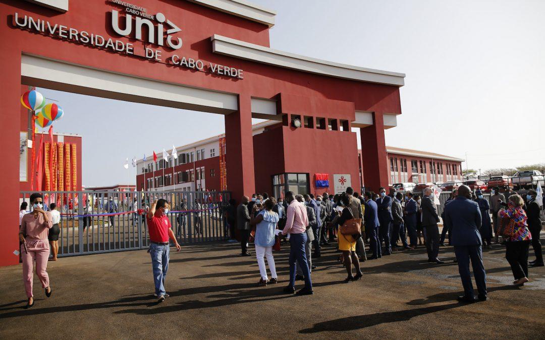 China entrega novo campus universitário a Cabo Verde e anuncia curso de chinês