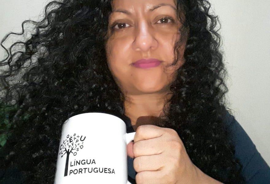 Professora de Português dando aula…